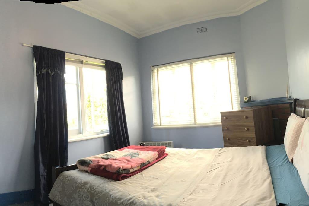 Private Lockable Room - Mt Wellington View Queen Bed