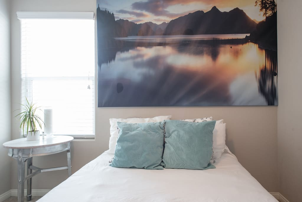 Plush queen size bed sheets changed prior to your arrival and immediately after each guest! You'll see once you stay here the mattress is fit for a king! Or queen! Or both!