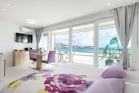 Romantic sea view apartment with GARAGE PARKING !!