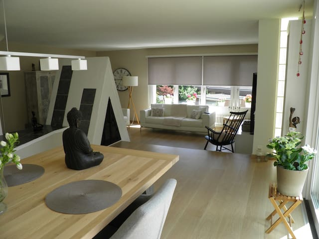 Large private suite near city airport minutes away casas for Casa moderna talstrasse zurich