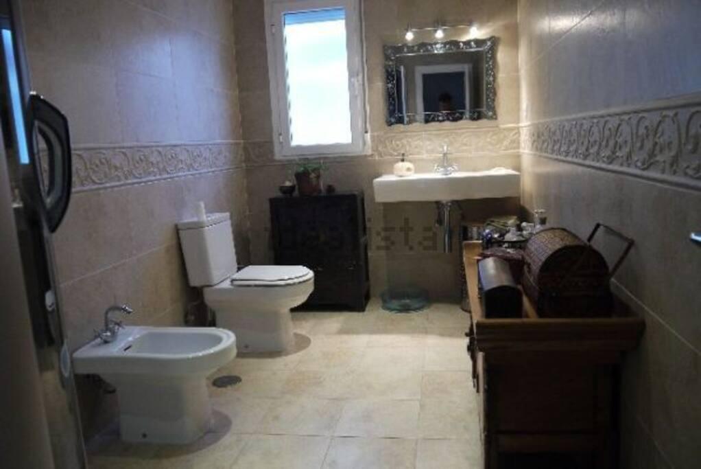 Baño privado con ducha hidromasaje