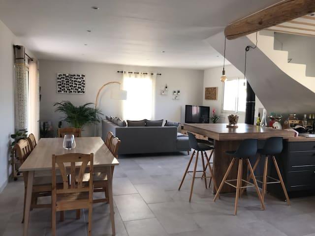 Villa au calme avec piscine, proche Mont Ventoux