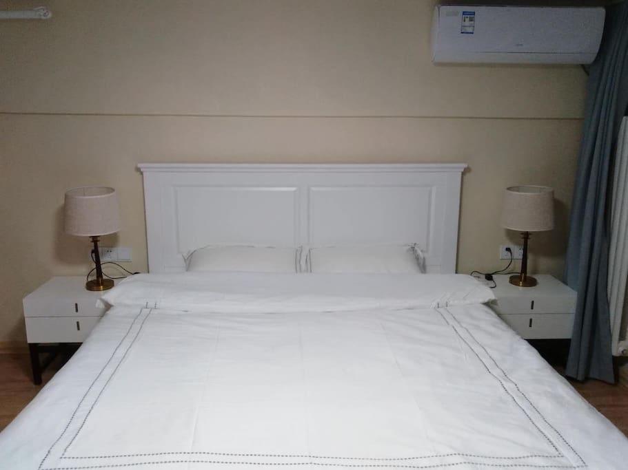 二楼南卧:1.8×2.0大床