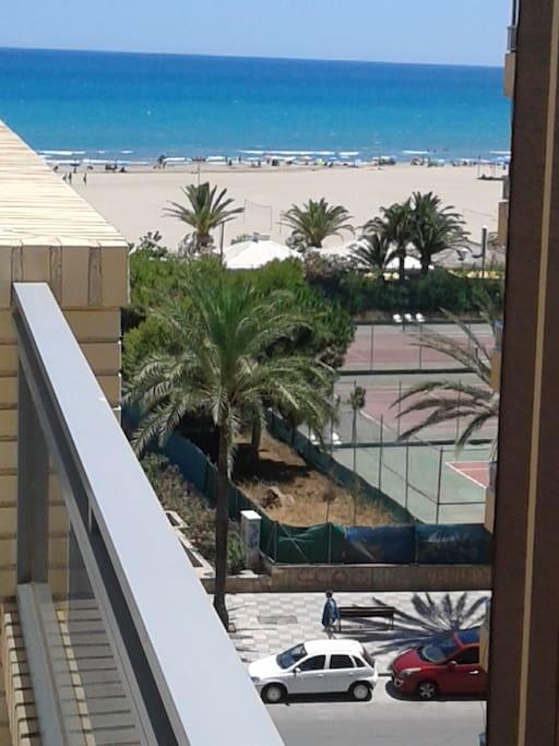Espectacular ático esquinero en primera linea de playa