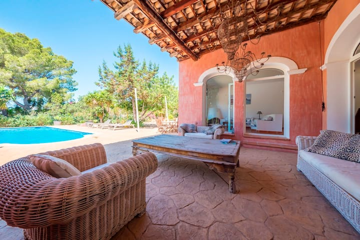 Exclusive Villa in Porroig