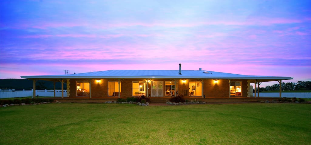 """The Hill Paddock"" - Pokolbin Farm Stay - Pokolbin - Huis"