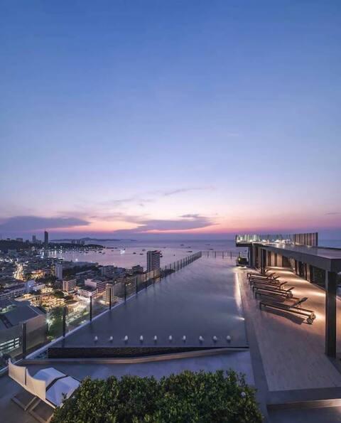 pattaya THe Base 高级公寓 无边泳池 健身房 厨房。休息室 24小时安保 旅游咨询