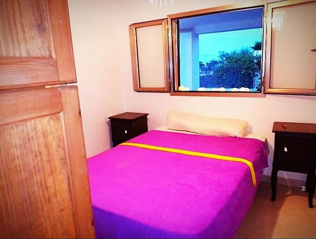 Private Room ibiza center pinkpurple x 2