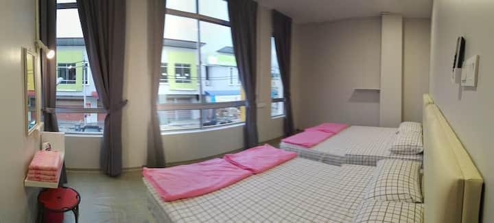 想找地点美,舒适整洁,让自己住得安心开心舒心的民宿舍好康来了位于Pagoh jaya