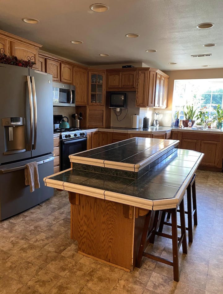 Large stocked Kitchen 🥘 Quiet safe cul-de-sac 🏡