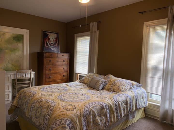 Comfortable room in Seneca Falls!