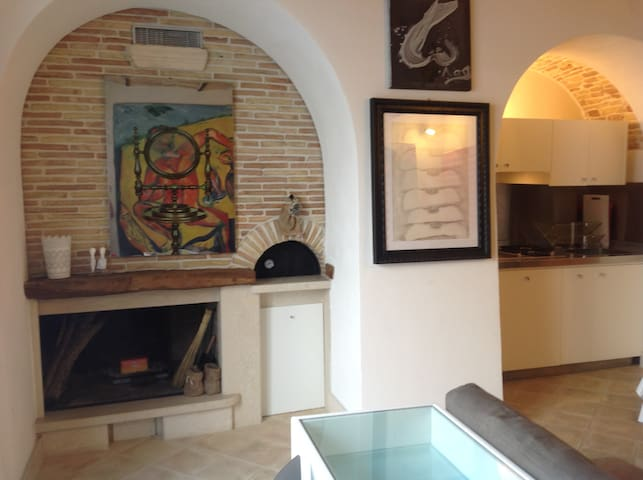 REFINED APARTMENT WITH TWO CHIMNEYS IN CHIETI (IT)