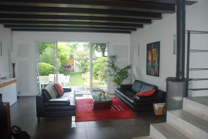 Ultra moderne, spacieux avec jardin, proche Paris - Suresnes - Casa