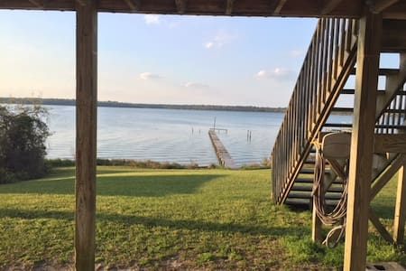 Peaceful River Home Minutes from Topsail Beaches
