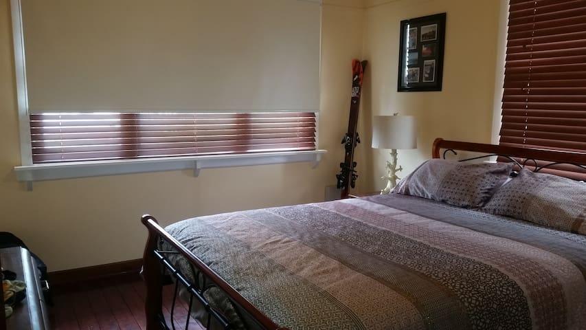 Private Room - Queen Bed Mooroopna - Mooroopna - Huis