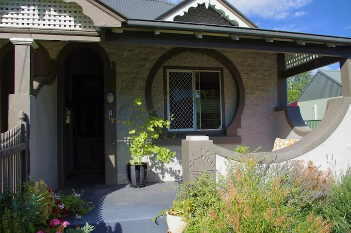 Peaceful 1BD c.1890 cottage - Bathurst - Huis