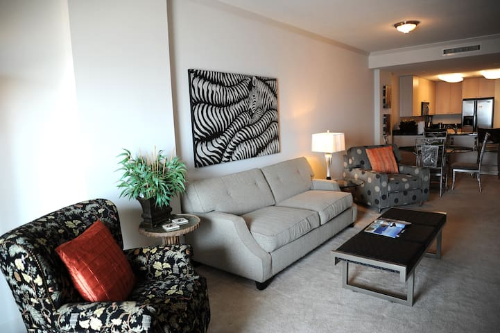Sea Breeze  704 Deluxe-Livingroom