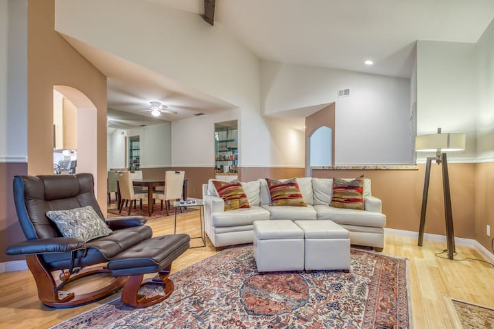 Dog-friendly condo in PGA West w/ Ping-Pong, shared pool, & pool spa - near golf