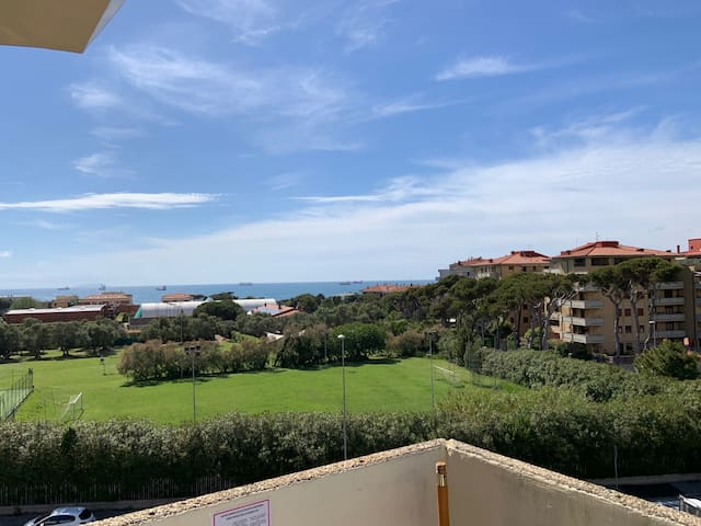 Home Away Livorno - One Bedroom Apartment Sea View 4° Floor