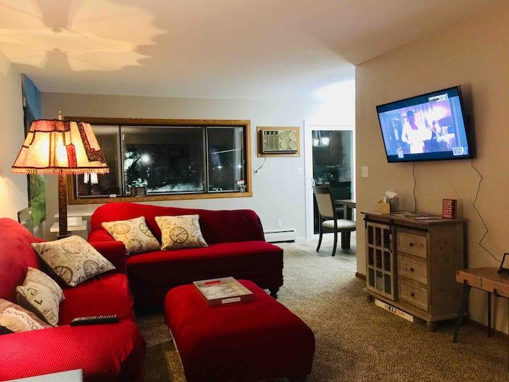 King bed Downtown Fargo! 2 bedroom suite!