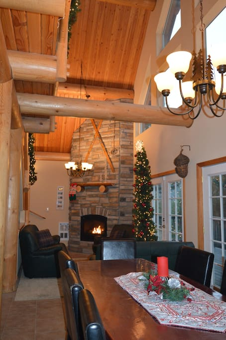 Living Room, Propane Fireplace, and vaulted ceiling