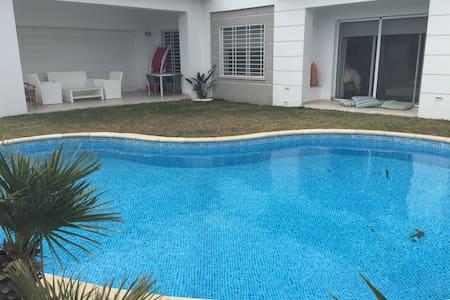 Private room in luxury villa near Carthago - La Soukra - Casa de camp