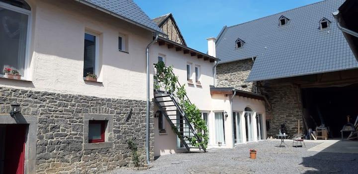 FeWos in der umgebauten Maifeldscheune (Eifel)