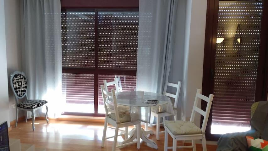 Habitación doble. baño privado. Wifi - Zaragoza - Condominium