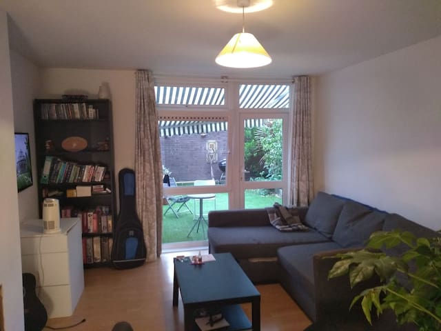 Spacious double room in friendly houseshare