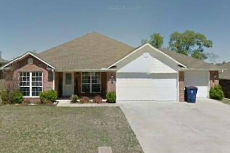 Quiet home in subdivision - Fort Smith - 一軒家