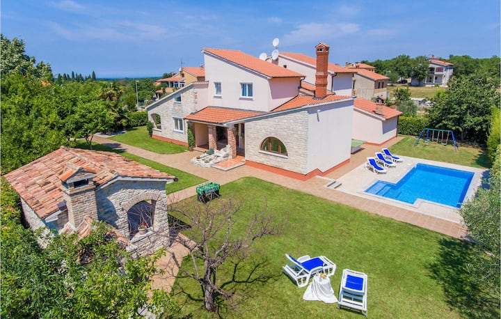 Awesome home in Sv.Lovrec with WiFi and 4 Bedrooms