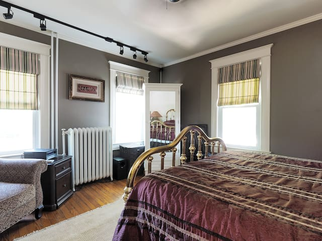 LOCATION,LOCATION,,LUXURY,WALK TO CITY ,PARKING. - Annapolis - Apartment