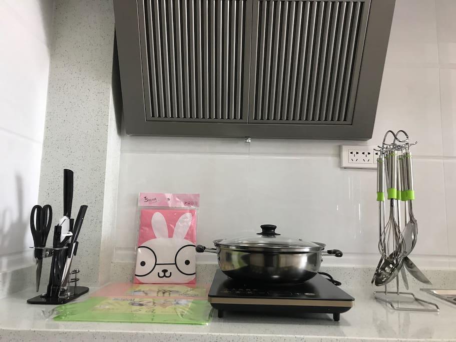 温馨的小厨房,满足您简单的饮食需求,老板阿莲更可以为您量身烹制物美价廉的海鲜大餐。