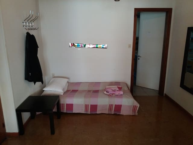 Room in the center of Volos next to the beach - Volos - House