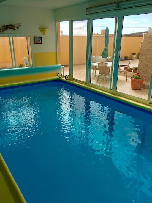 Pool mit Gegenstromanlage beheizt