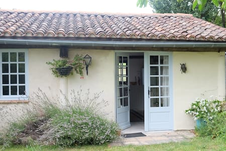 One bedroom cottage in countryside - Puycalvel - Casa