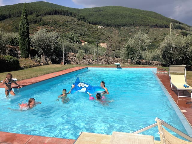Casa di Meo with pool on the tuscan hills - Buti - Rekkehus