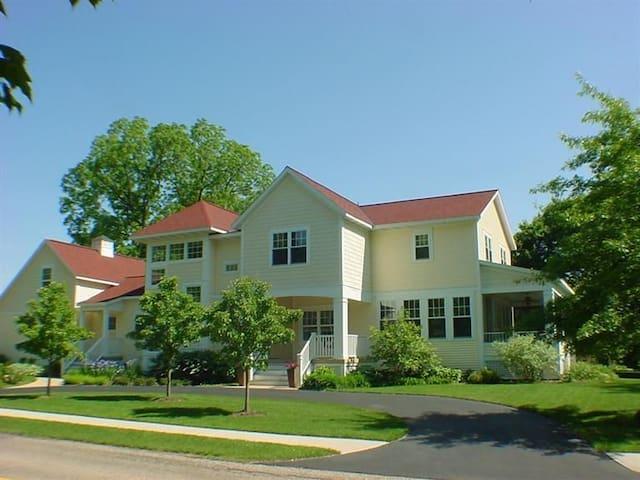 Saugatuck Modern Farmhouse - Saugatuck - House