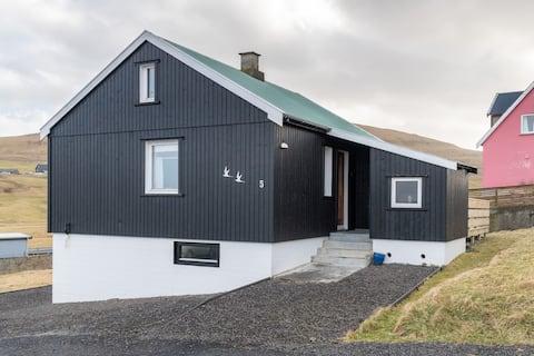 Cozy house with a view in Skálavík