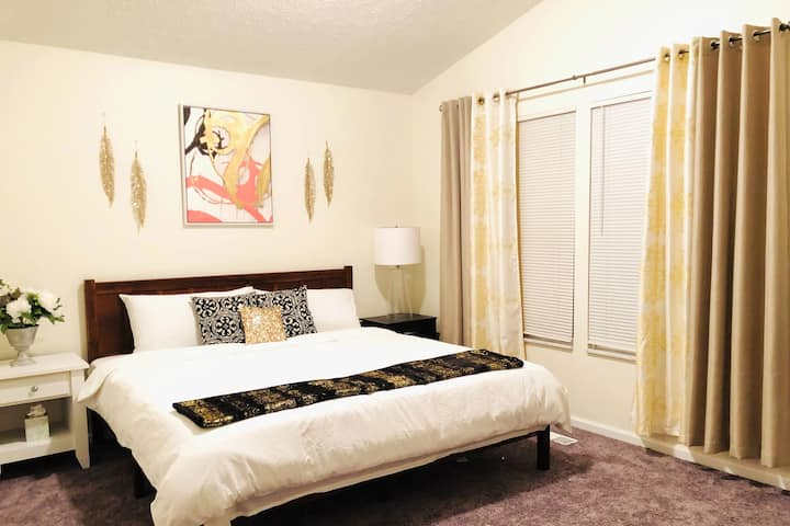 INDEPENDENT 4 Bdr Home Nr Downtown NO CLEANING FEE