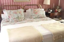 Casa 1/ Quarto 4 (suíte - cama queen)