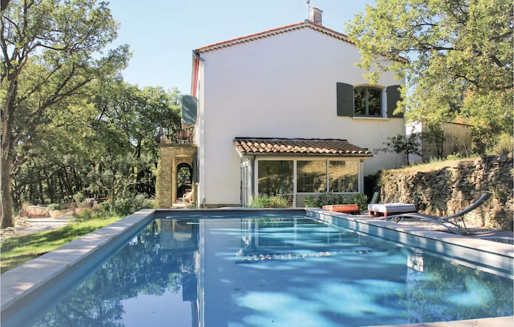 Stunning home in Chateauneuf de Mazenc with WiFi, 4 Bedrooms and Outdoor swimming pool