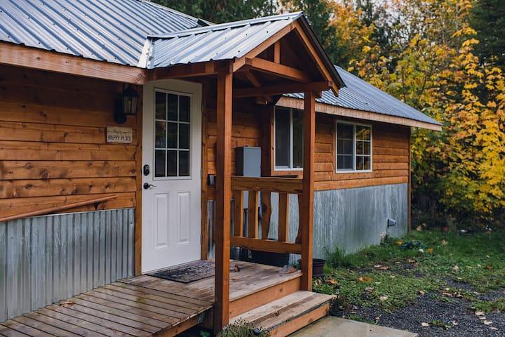 Wood Nestled Cabin near Olympics and Straits