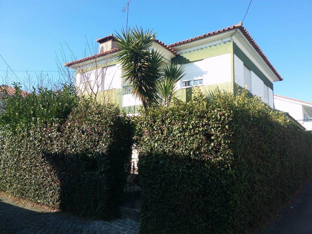 Vista exterior. Travessa das Flores, n. 2 - Lordelo (Guimarães) - 4815-214 Lordelo GMR