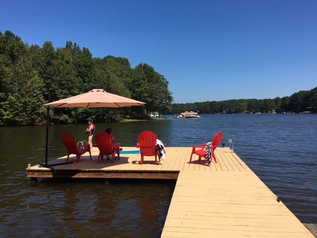 Lake Oconee Log Cabin getaway