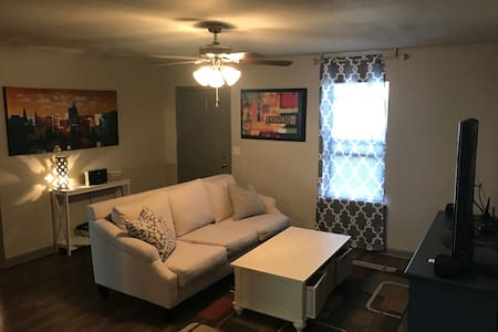 Newly Renovated 2 Bedroom Apartment - Jonesboro - Apartment