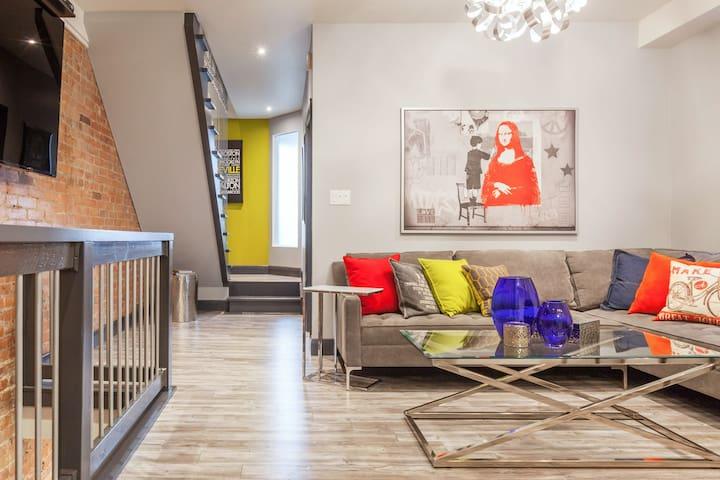 Stylish Leslieville 2 bedroom apartment