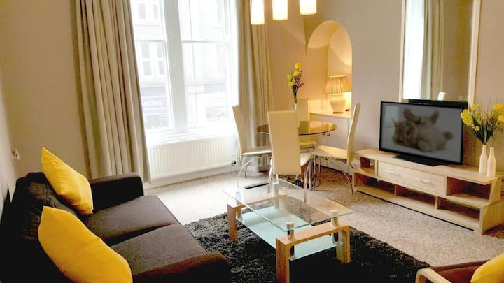 Lovely comfortable one bedroom city apartment
