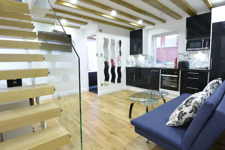 City London Leicester Square 3 Bed