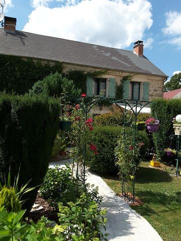 Quiétude en Auvergne - Saint-Priest-des-Champs - Rumah